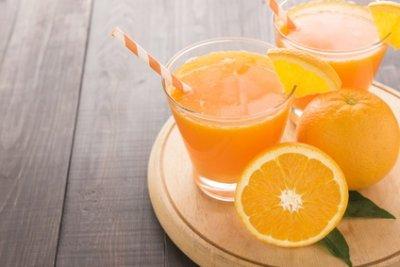 » Orangen Walnuss Smoothie mit Zimt und Vanille