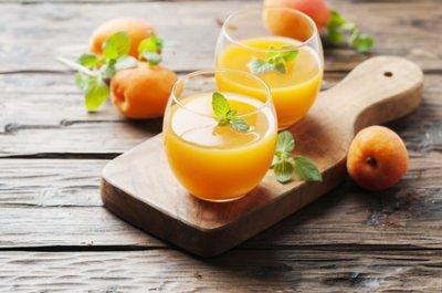 » Aprikosen Orangen Smoothie mit Ingwer und frischer Minze