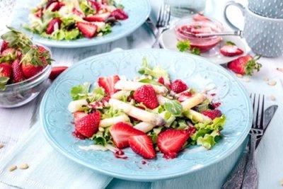 » Spargel Erdbeeren Salat mit Erdbeerdressing